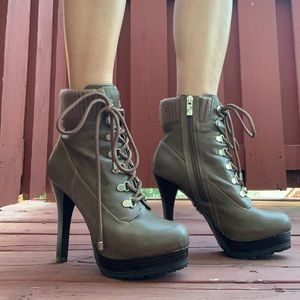 "Like new* Jennifer Lopez 5"" Ankle Booties"